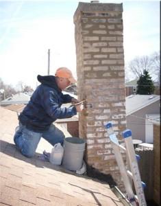 majstor popravlja dimnjak