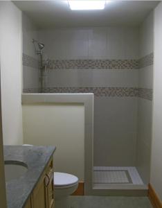 kabina sa delomičnim zidom