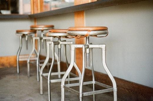 stolica za šank